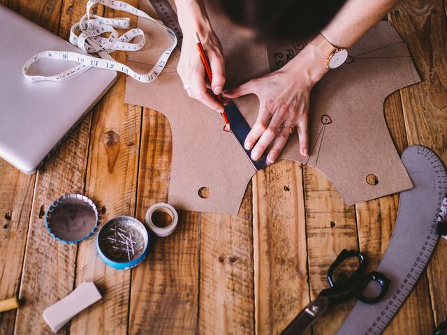 Proses pembuatan baju
